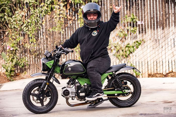 Jason 'Wee Man' Acuña dengan Honda Monkey 125 bobber