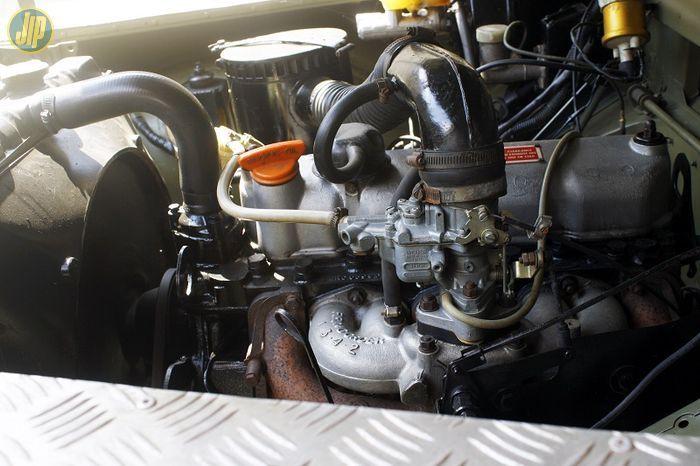 Mesin 4 silinder 2.286 cc OHV direkondisikan sesuai dengan spesifikasi aslinya