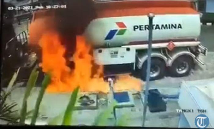 Truk tangki nyaris terbakar saat mau bongkar muatan BBM di SPBU.