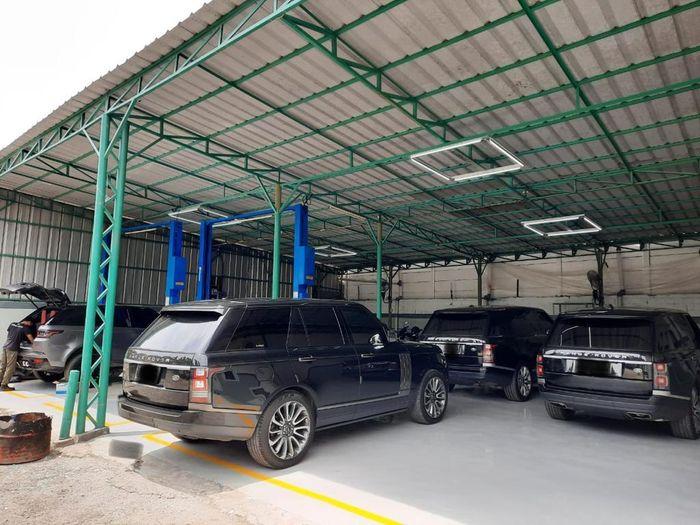 Bengkel spesialis Land Rover dan Jaguar, Hanggar 17