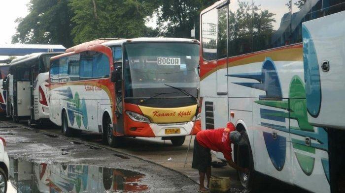 Ilustrasi bus AKAP di terminal