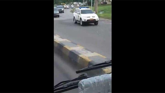Rombongan pengawalan mobil kepresidenan RI 1 yang diduga mengantar Jokowi mudik