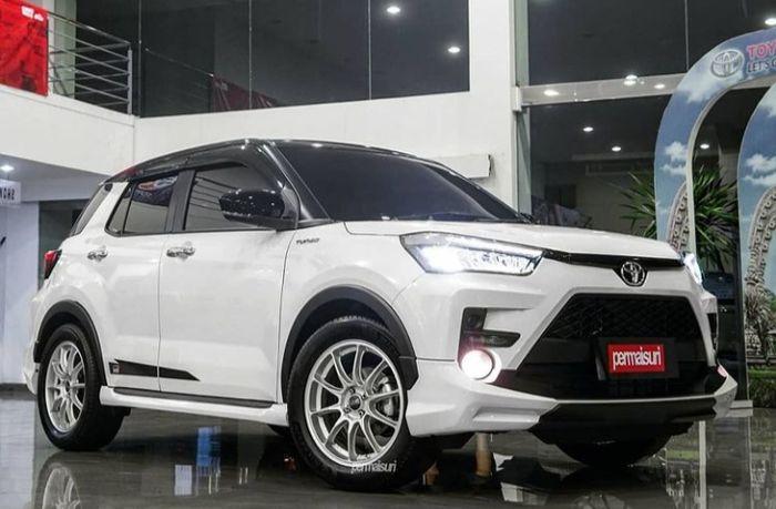 Modifikasi Toyota Raize pakai pelek OZ Racing Hyper GT HLT Matt Race Silver dari Permaisuri Ban