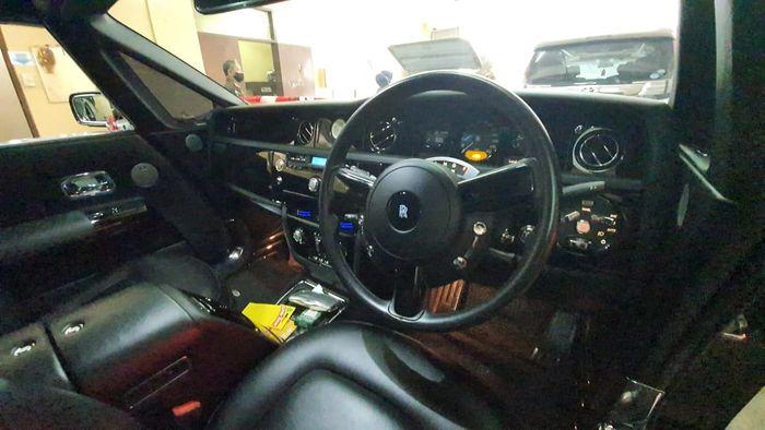 Interior Rolls-Royce Phantom Coupe yang akan dilelang
