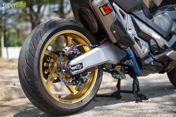 Pelek OZ Racing dipasangkan pada Honda X-ADV, racing banget!