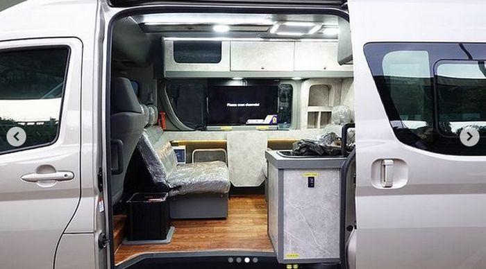 Desain kabin Toyota HiAce Premio campervan Delima Jaya terinspirasi campervan di Eropa dan Amerika Serikat