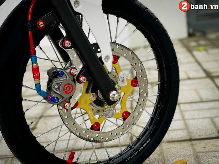 Pelek diganti model jari-jari dan pengereman diupgrade pakai Brembo