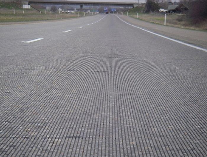 ilustrasi jalan beton yang mempunyai kontur kasar