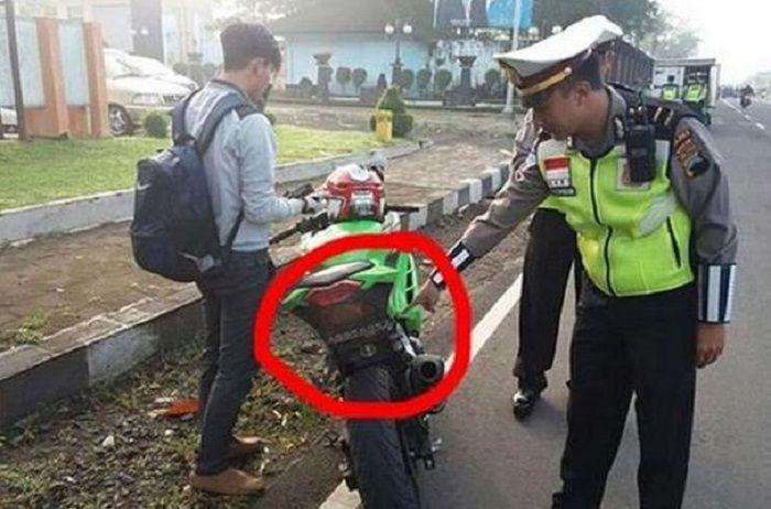 Pemotor masih bingung, apakah pelat nomor di kolong sepatbor aman dari razia polisi?