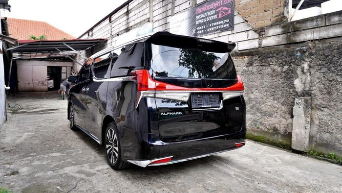 Upgrade Toyota Alphard ke model Lexus LM di Bian Bodykit