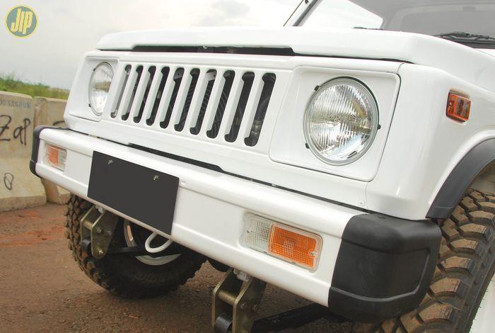Gril besi baru Jimny Sierra masih bisa didapat dengan kisaran harga 1 juta-an, belum termasuk bingkai lampu