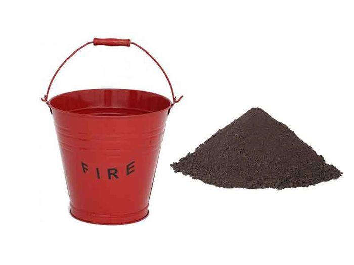 Pasir bisa digunakan sebagai alat pemadam motor yang terbakar dalam kondisi darurat