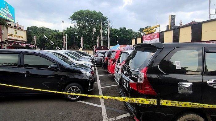 Deretan 31 unit mobil hasil penggelapan di Polres Metro Depok