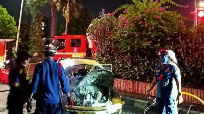VW Kodok terbakar di Jalan Raya Ragunan, Pasar Minggu, Jaksel