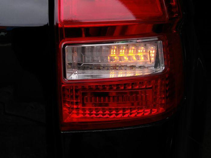 Ilustrasi lampu rem mobil