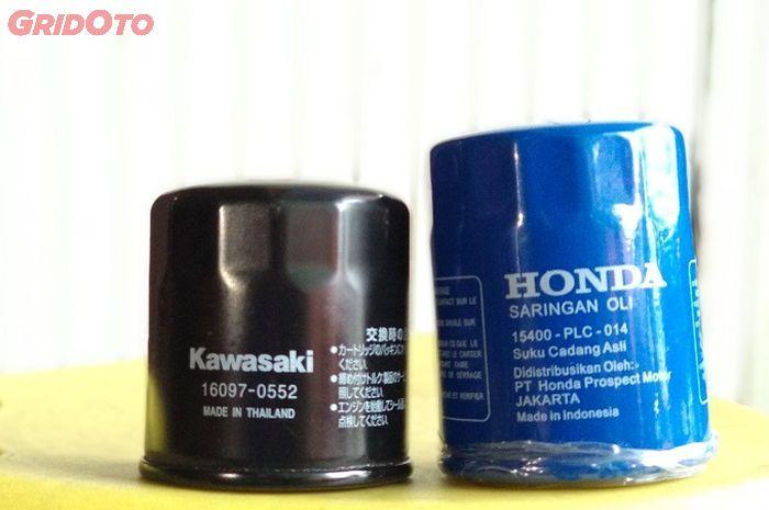 Perbandingan filter oli Kawasaki Ninja 250 FI (kiri) dengan filter oli Honda Jazz (kanan)