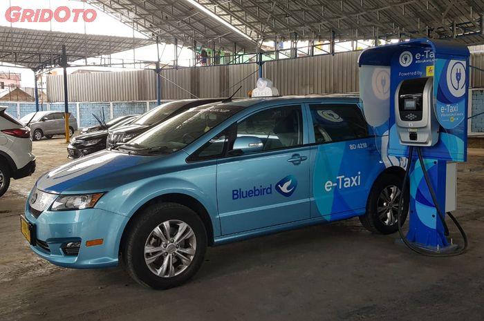 Penasaran Tarif Argo Taksi Mobil Listrik Blue Bird Simak Nih Gridoto Com