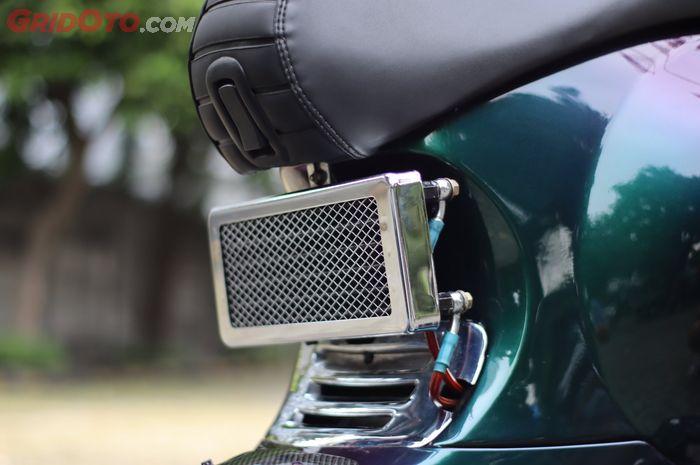 Vespa Sprint bermesin bore up 200cc pakai oil cooler custom, modal Rp 2 jutaan.