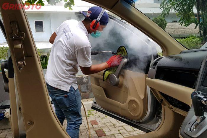 Cuci Uap Panas Aman untuk Interior Mobil