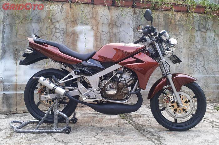 Kawasaki Ninja R kece dengan pelek Suzuki Satria 120 R