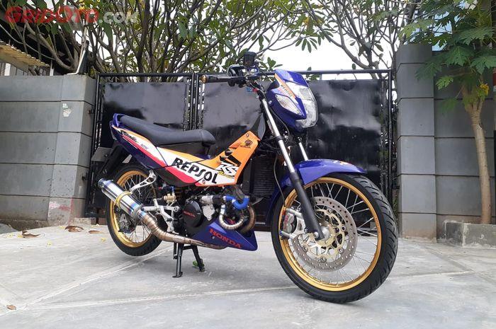 Sudah langka dibuat menawan Honda Nova Sonic 125 RS dimodif bertabur barang racing mewah.