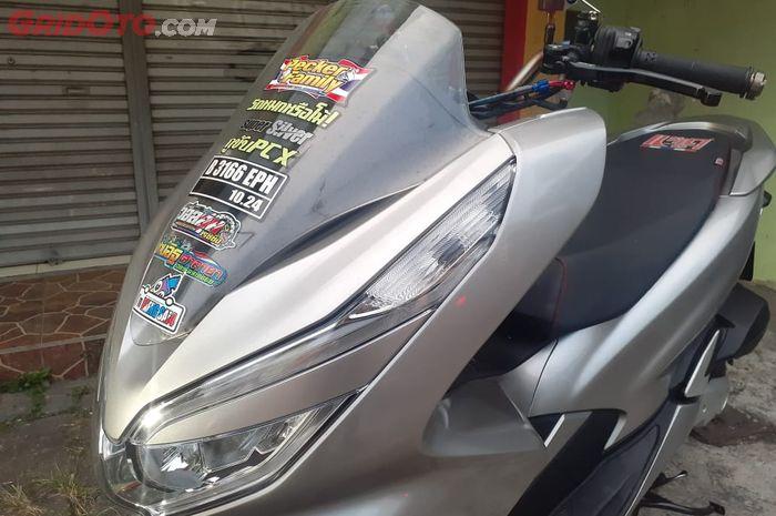 Bernuansa titanium burn sektor setang Honda PCX 150 tampil racing