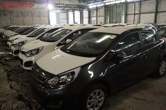 Kantor Pelayanan Kekayaan Utama Bea dan Cukai Tipe A Tanjung Priok akan melelang 75 unit Kia Rio baru lansiran 2014.