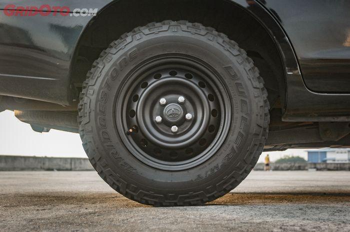 Pasang pelek kaleng Toyota Hilux ring 15 inci