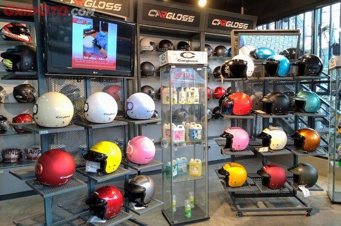 Pilihan helm gaya retro dari Cargloss, cocok buat naik Vespa, Yamaha XSR 155, atau Kawasaki W175, harga cuma Rp 200 ribuan.