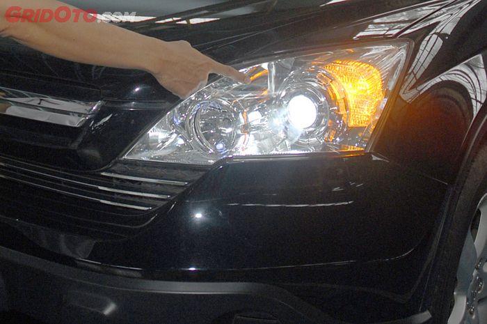 Periksa lampu depan mobil