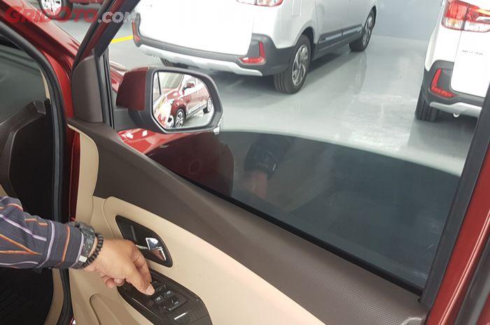 Ilustrasi Buka Kaca Jika Kabin Mobil Panas Setelah Parkir Terjemur