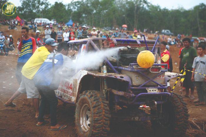 Radiator mobil offroad overheat