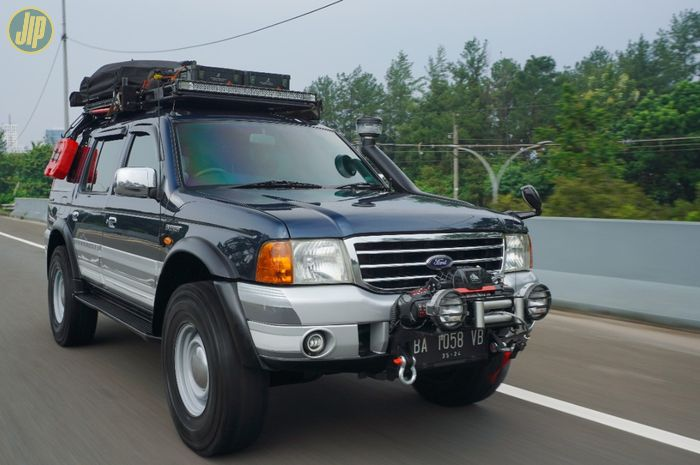 Ford Everest 4x4 AT 2004 modifikasi overland