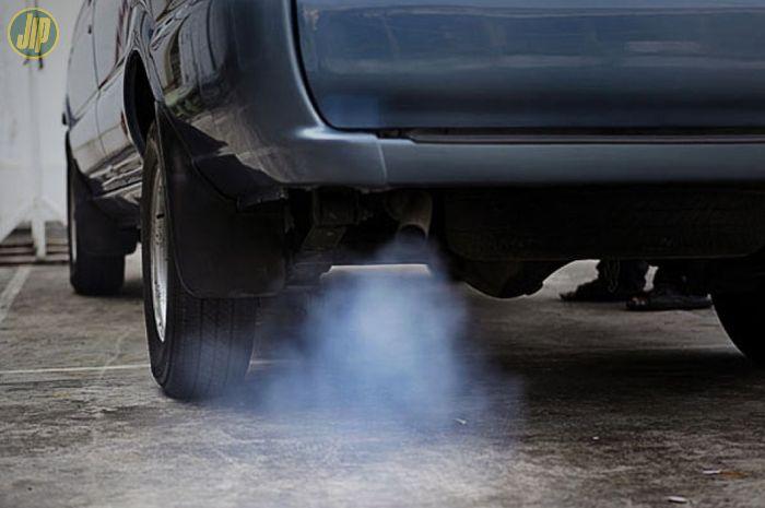 Ilustrasi asap knalpot mobil diesel