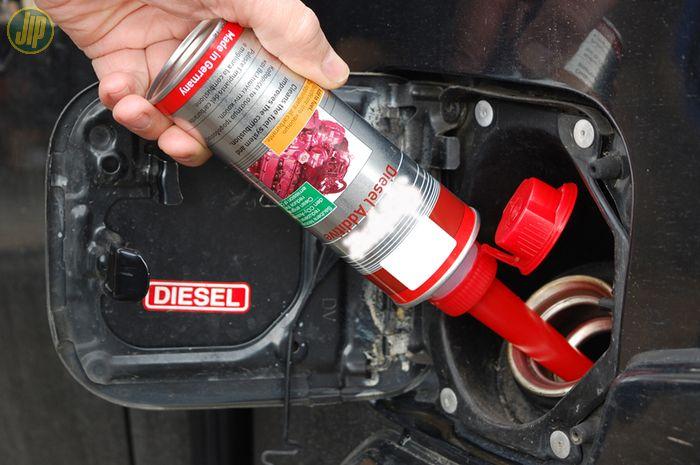 Ilustrasi pemberian aditif bahan bakar diesel