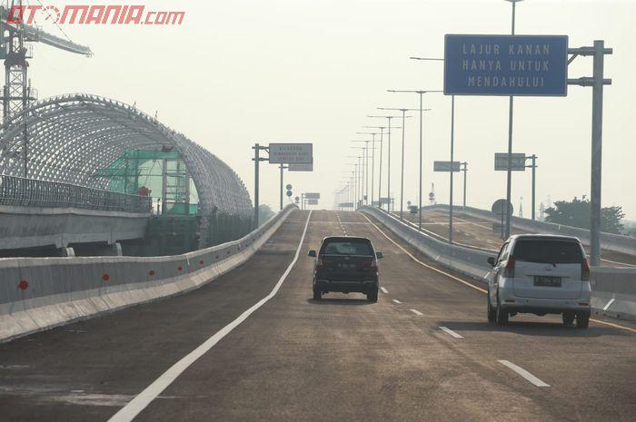Dalam Tiga Hari Di Jalur Tol Layang Jakarta Cikampek Terjadi 38 Gangguan Mobil Paling Banyak Karena Ini Gridoto Com