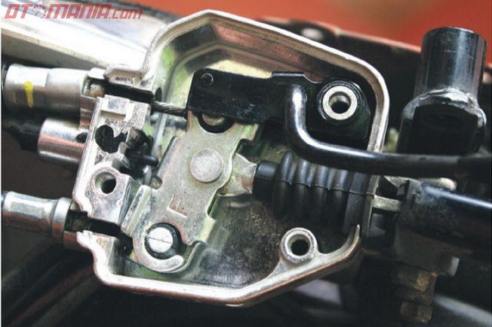 Mekanis rem parkir di motor matic Honda