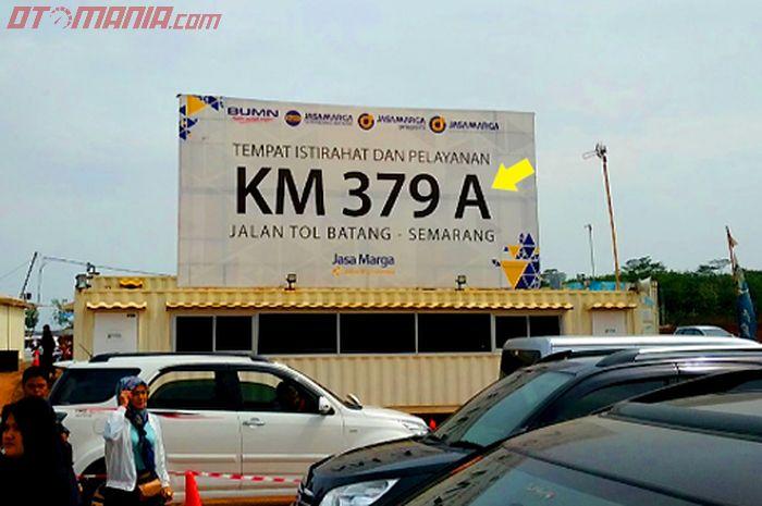 Rest Area KM 379 A ruas tol Batang-Semarang, ada kode A di belakang km, apa artinya?