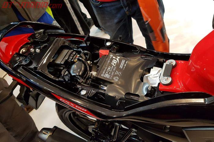 Posisi aki dan ECU Suzuki GSX 150 Bandit