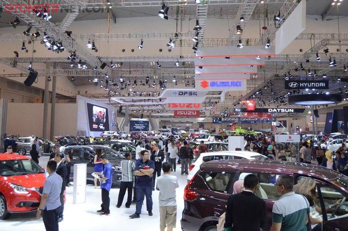 (Ilustrasi) Penjualan mobil pada gelaran GIIAS 2019