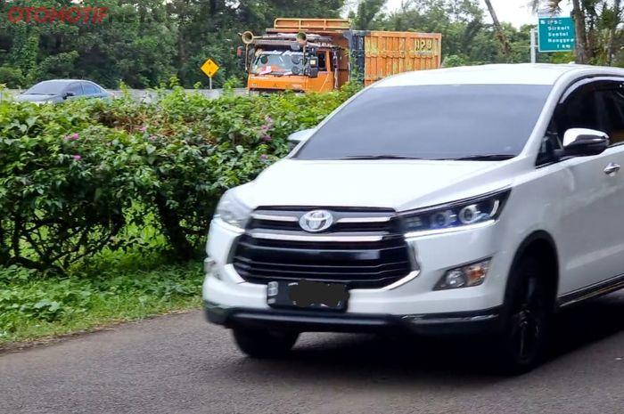 Ilsutrasi Toyota Kijang Innova roborn 2018 bermesin diesel milik Alex saat uji akselerasi