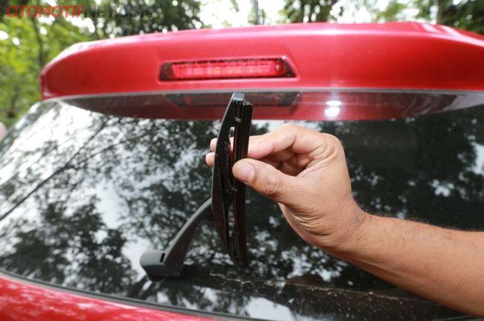 Ilustrasi sapuan wiper belakang lemah