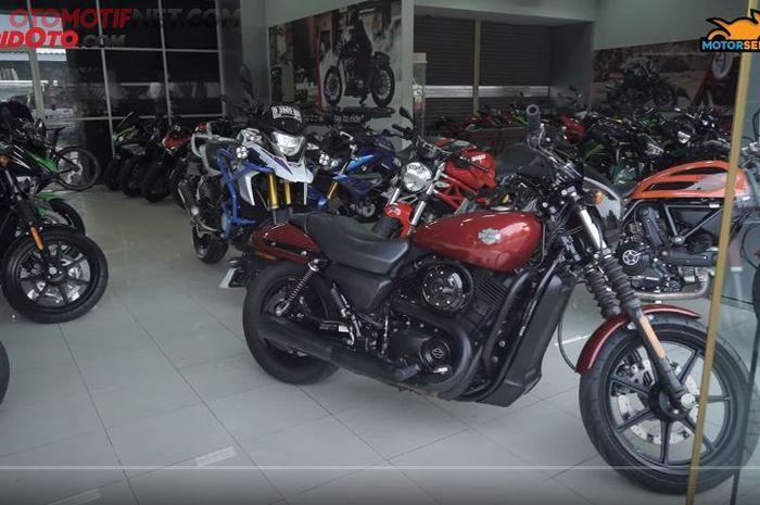 Suasana R&J Motosport, showroom motor bekas khusus moge