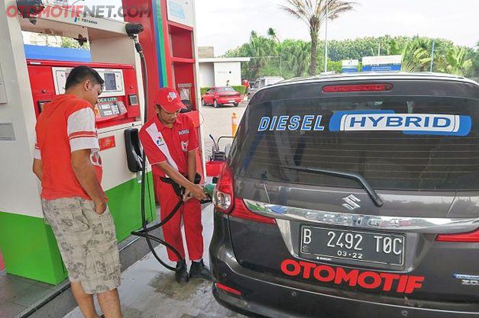 Ilustrasi pengisian BBM diesel di SPBU