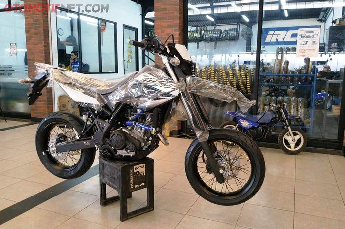 Yamaha WR 155R Supermoto yang dijual dealer Mekar Motor