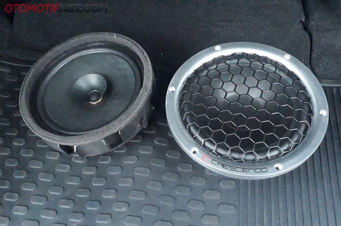 Sebelah kiri speaker standard dan sebelah kanan speaker aftermarket Crescendo