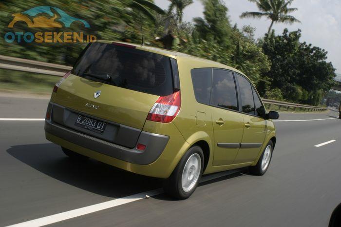 Lekukan tidak lazim di  Renault Grand Scenic