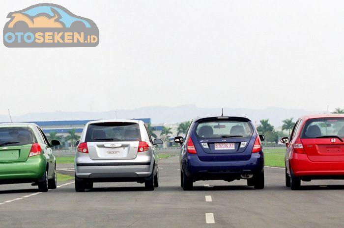 Komparasi 4 mobil hatchback Honda Jazz, Suzuki Aerio, Hyundai Getz, dan Chevrolet Aveo tahun 2004