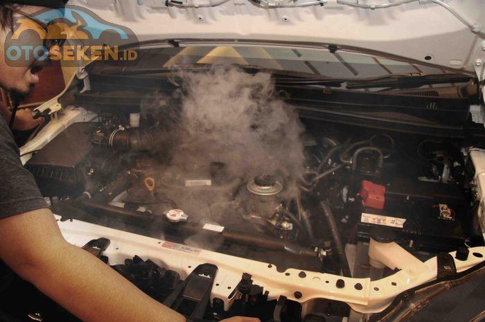Ilustrasi mobil yang mengalami overheat