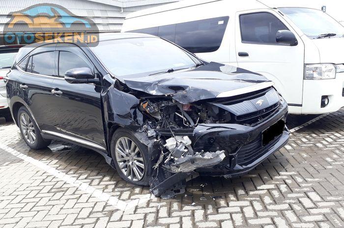 Ilustrasi mobil bekas kecelakaan